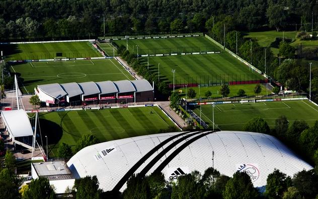 Di Balik Suksesnya Akademi Ajax Amsterdam Mencetak Bintang